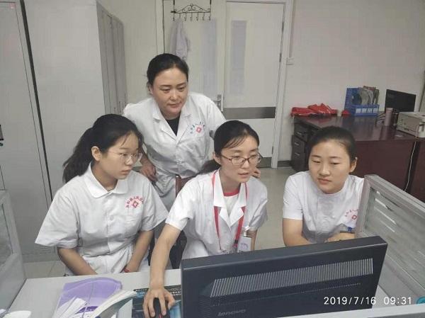 图13.感染管理-疾病预防控制处姚希助理研究员(右二)正在进行专业课程讲授.jpg